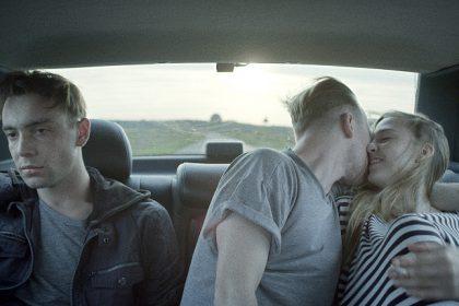 Grenzenlose Freiheit? Die jungen Erwachsenen fahren durch Warschau. © filmPolska