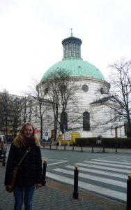 Paula vor der Trinitatiskirche in Warschau. © Paula Kisse