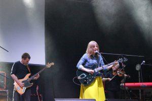 Starke Bühnenpräsenz der Sängerin Julia Marcell. © Natalie Junghof