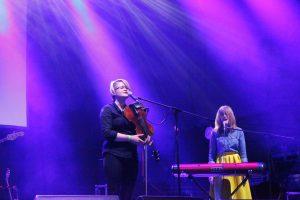 Zweistimmiger Gesang von Mandy Ping-Pong und Julia Marcell. © Natalie Junghof