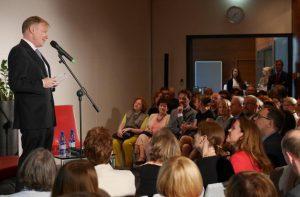 Der deutsche Botschafter Rolf Nikel begrüßt die Gäste. © Deutsche Botschaft Warschau
