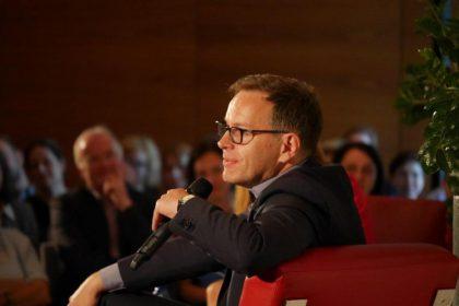 Kabarettist Steffen Möller bei einer Autorenlesung in der polnischen Hauptstadt. © Deutsche Botschaft Warschau