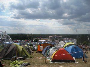 Zelte, Isomatten und Ravioli-Dosen gehören zur Standard-Ausrüstung jedes Festivals. © Katharina Gloe