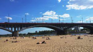 Beim Sonnen am Weichselstrand kann jeder den Sommer in Warschau genießen. © Franziska Rabus