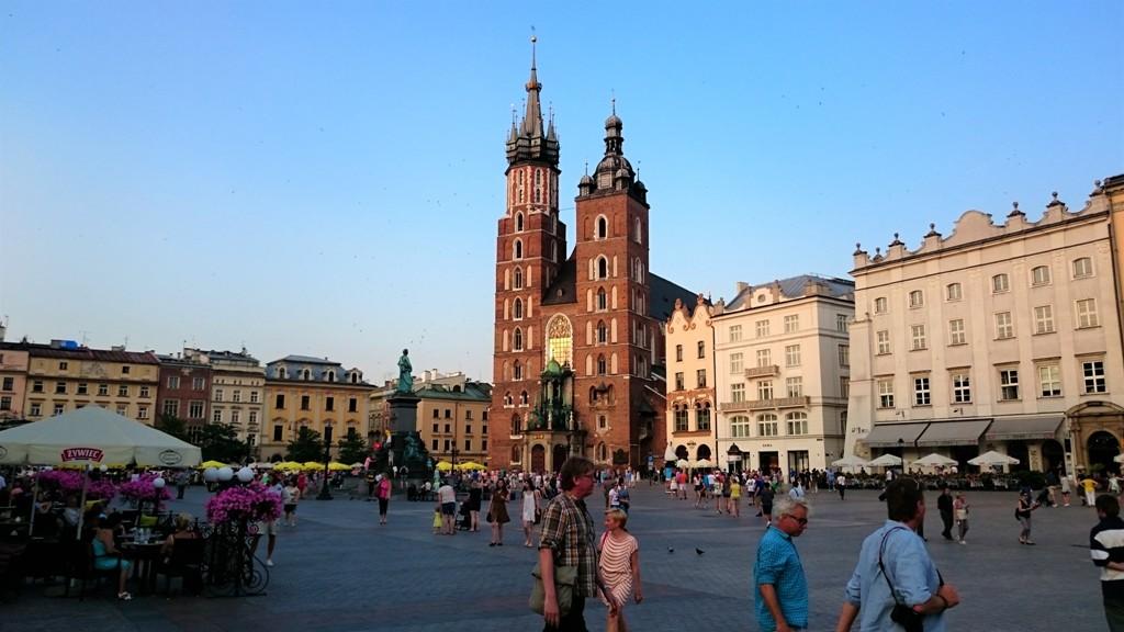 Der Hauptmarkt mit der Marienkirche in Krakau. © Tim Döke