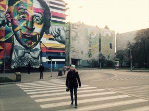 Die Studentin Lena in den bunten Straßen von Lodz. © Lena Schraml