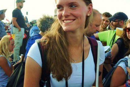 Die 21-jährige Anna auf zwischen Tausenden von Jugendlichen beim Weltjugendtag in Krakau. © Alexander Tyborski