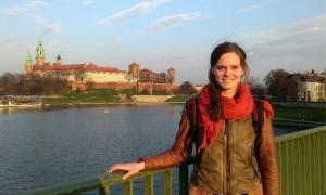 Anna vor dem Wawel-Schloss in Krakau. © Anna Szargiej
