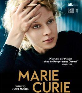 Marie Skłodowska Curie (Karolina Gruszka) träumt von ihren kommenden Erfolgen. © NFP