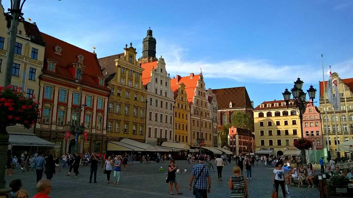 Der Große Ring mit dem Rathaus in der Meetingpoint in Breslau. © Eva Morlang
