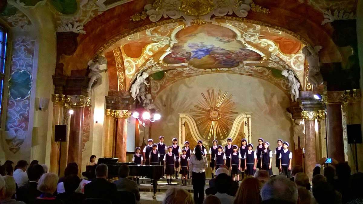 Auf dem Kulturhauptstadt-Programm stand das Konzert eines japanischen Kinderchores im barocken Konzertsaal der Universität Breslau. © Eva Morlang
