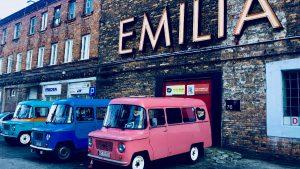"""""""Emilia"""", vor dem Neon-Museum in Praga, dem Warschauer Künstlerviertel. © Emilia Butynski"""