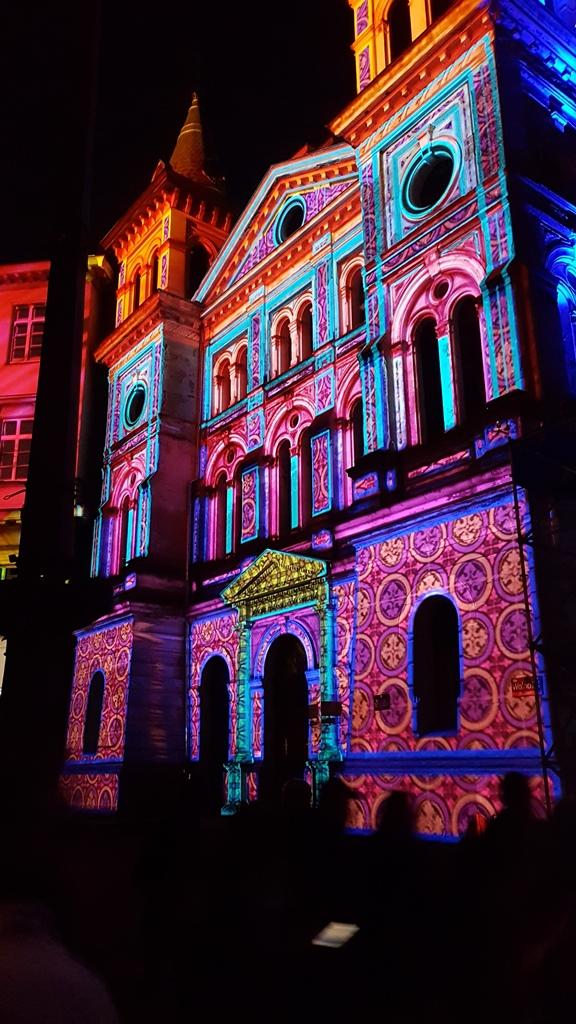 Lodz ist bekannt für zahlreiche Kunst- und Kulturveranstaltungen, wie das Light Movie Festival. © Helena Österdiekhoff