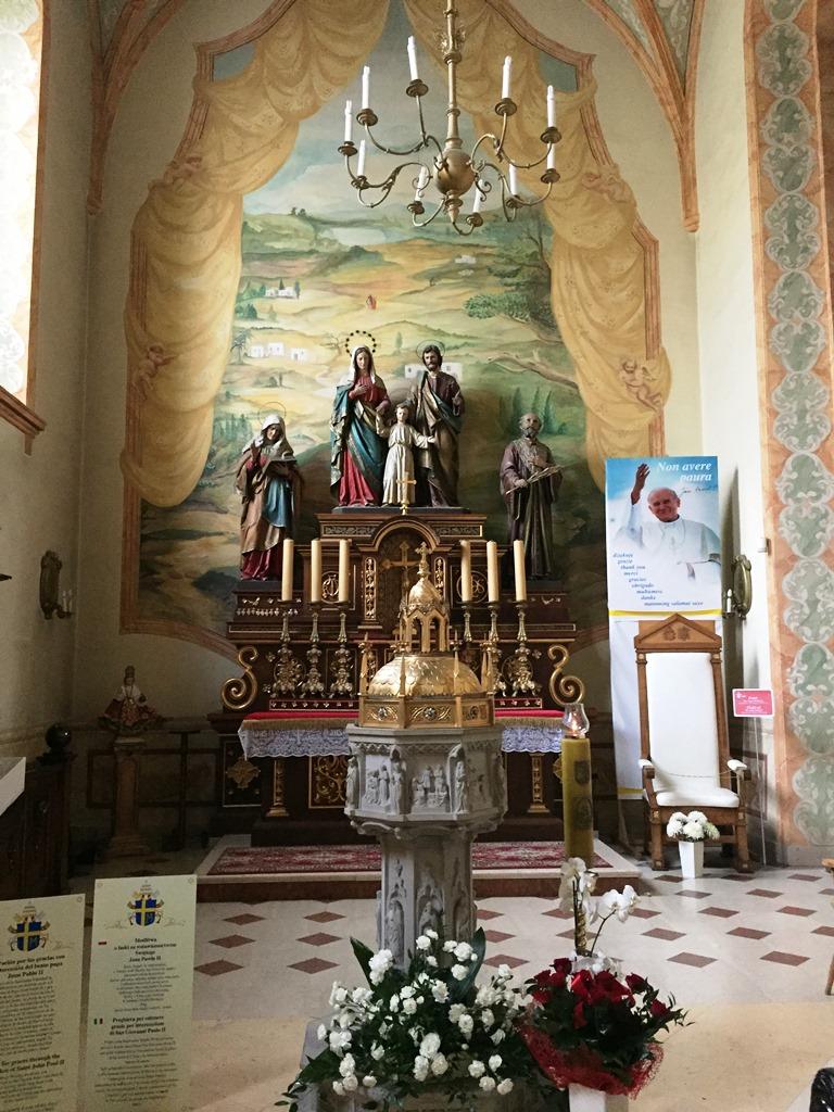 Die Kirche St. Marien in Wadowice mit dem Taufbecken JP II.