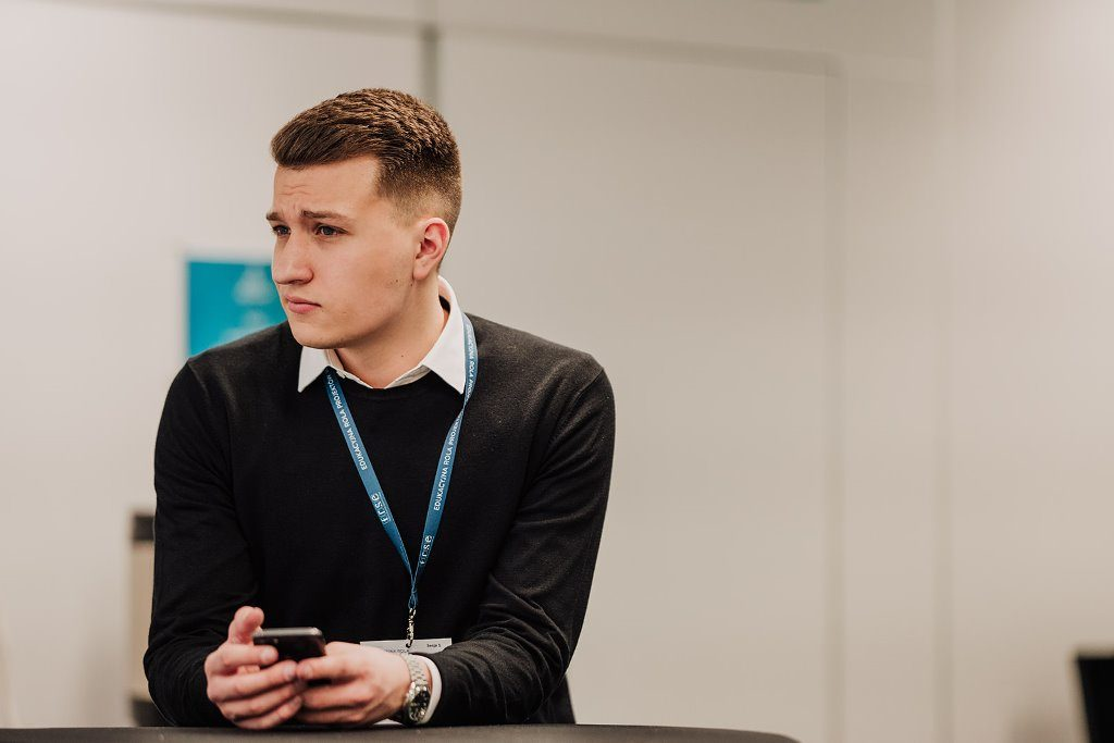 Der 19-jährige Jonas auf einer Bildungskonferenz in Warschau. © Tomasz Tołłoczko