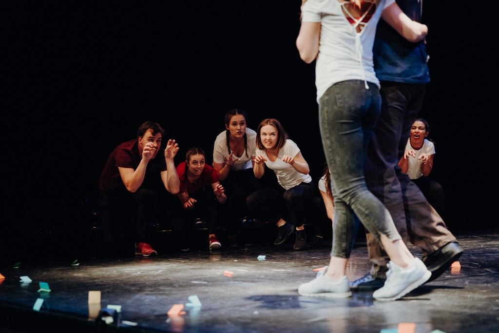 Die dreisprachige Improtheatershow im Musischen Zentrum in Bochum 2018. © Michael Schwettmann