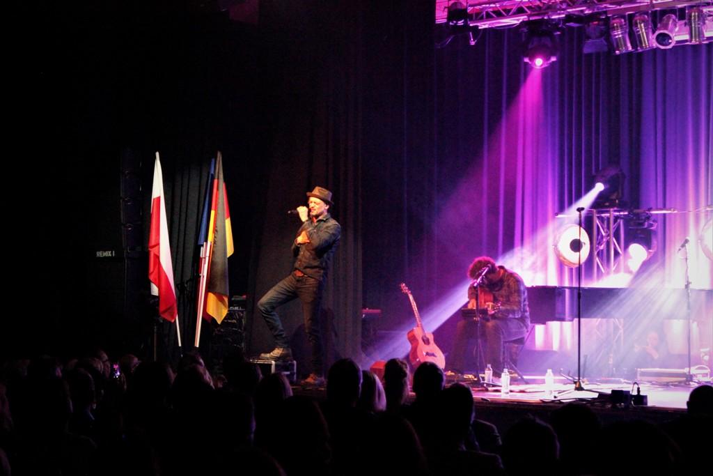 Thomas Godoj singt in seinen Songs von aktuellen Themen wie Völkerverständigung. © Natalie Junghof-Preis